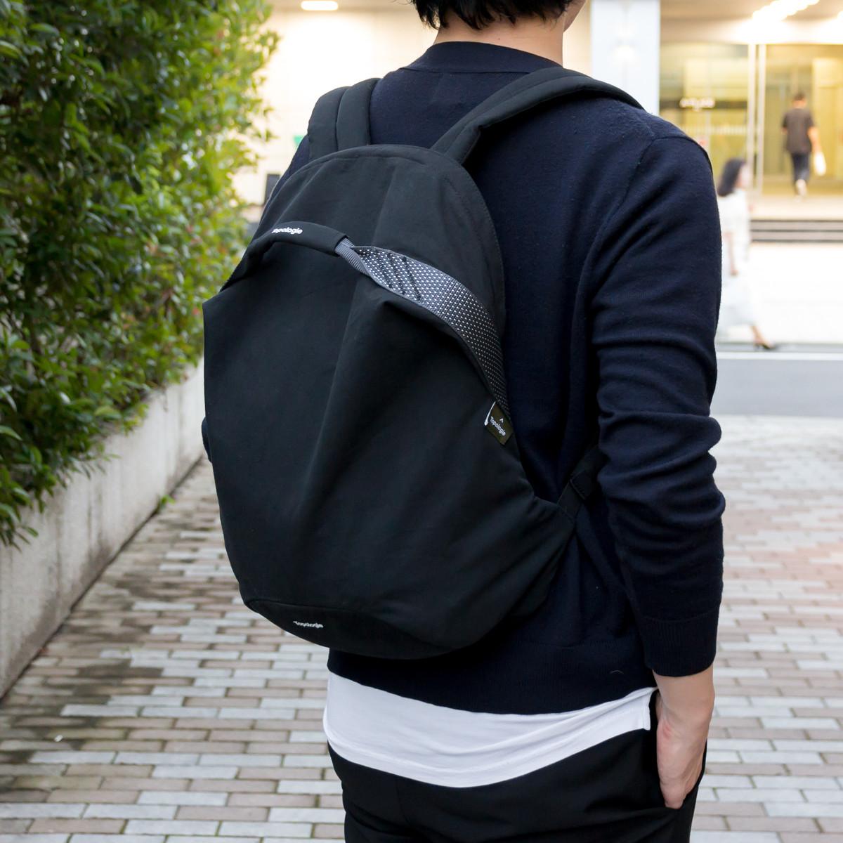 岩への挑戦から生まれた『街バッグ』 | 超軽量、動きやすい、荷重を分散、ミニマムデザイン