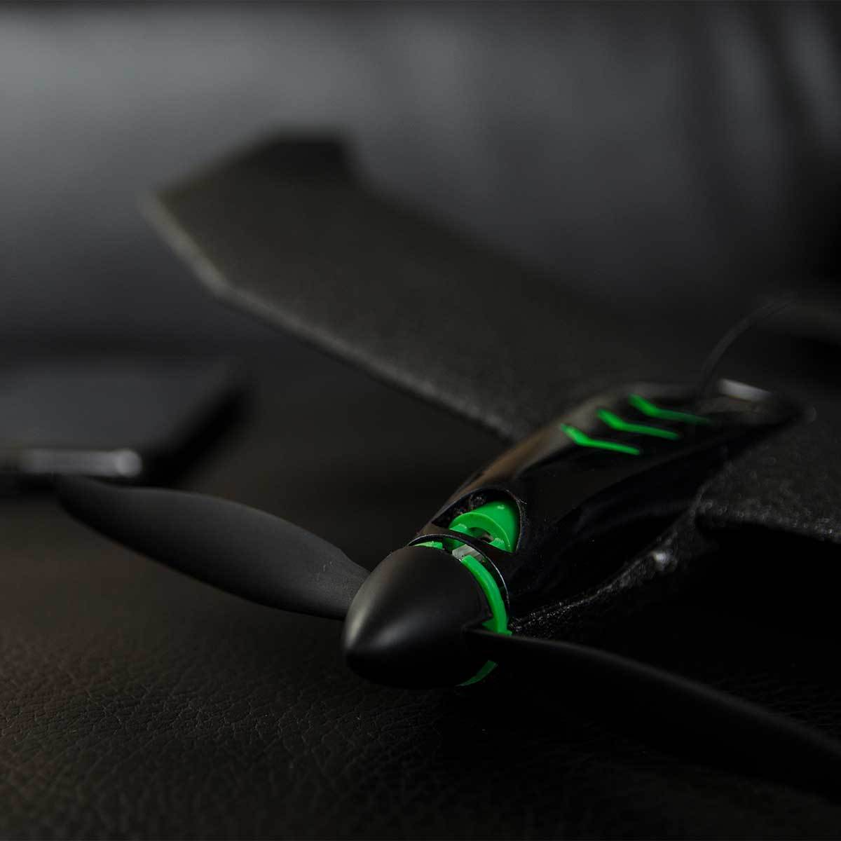 飛んでけ!みんなが笑顔になる『未来の紙飛行機』|スマホでカンタン操作、秒速9.7mの本格ドローン