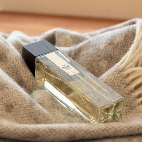 """あなたの部屋が""""エグゼクティブスイート""""に 伝統の薫香技術が生む「香り」で、空間の模様換え"""