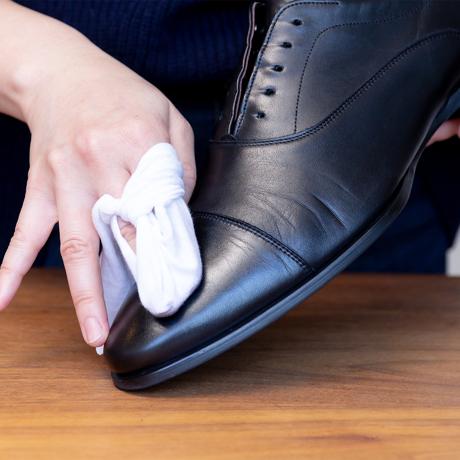 """革靴にも、人の肌と同じ""""スキンケア""""を"""