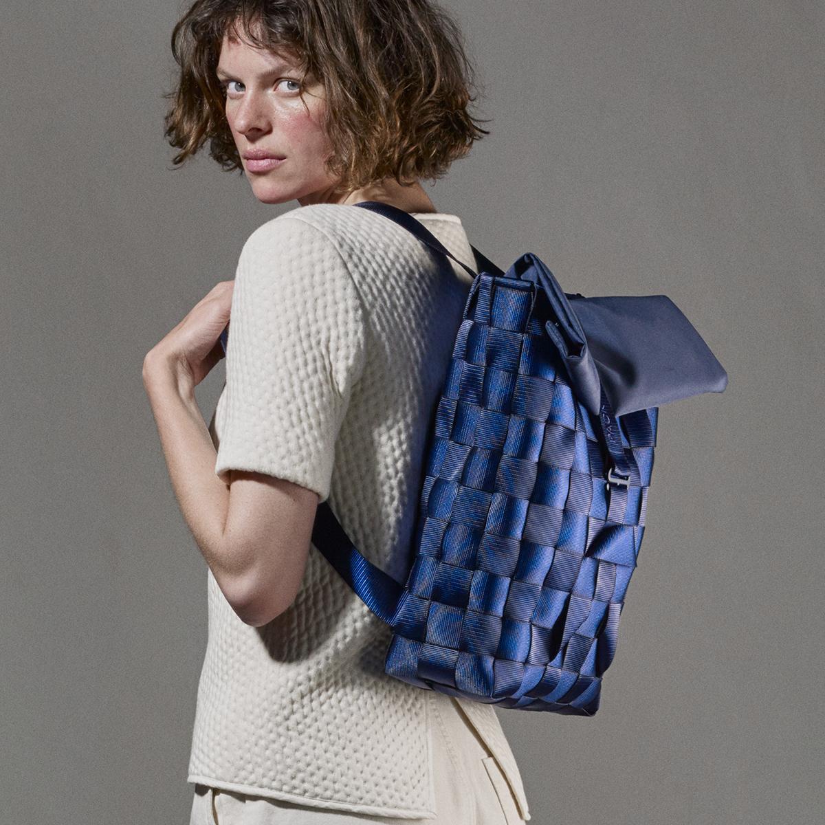 """知恵を編んだ『背負いカゴバッグ』 古代の発明を、""""いま""""のカタチで楽しむ"""