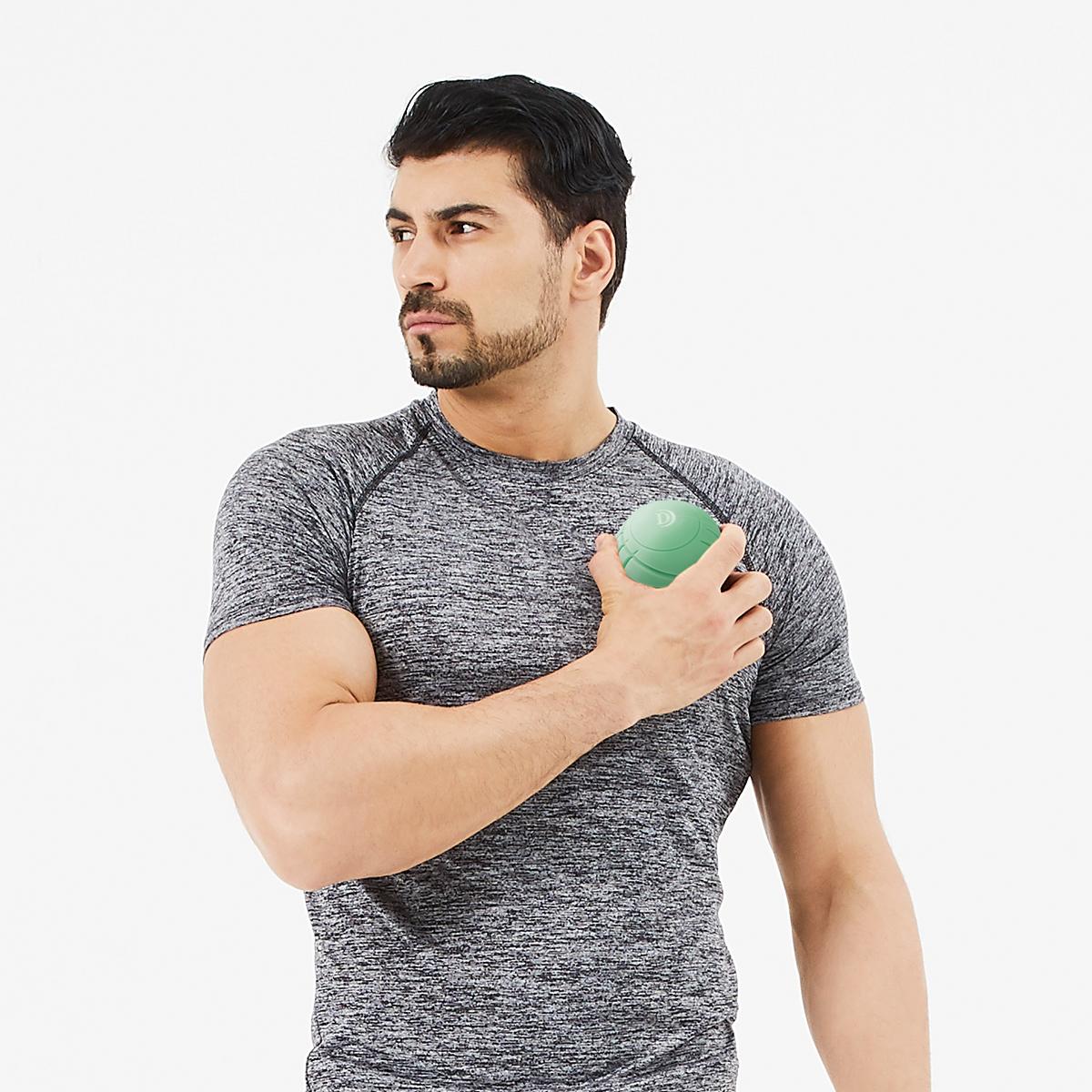 身体中をほぐしながら転がる「ブルブル丸」 | 毎分4,000回の振動が筋肉を奥深くから揺さぶる