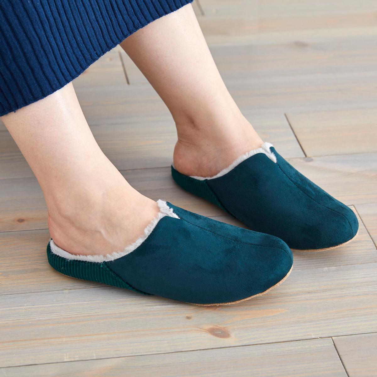 寒い日も、スキップしたくなる『スリッパ』|靴の製法でつくったから、ボアつきでも歩きやすい