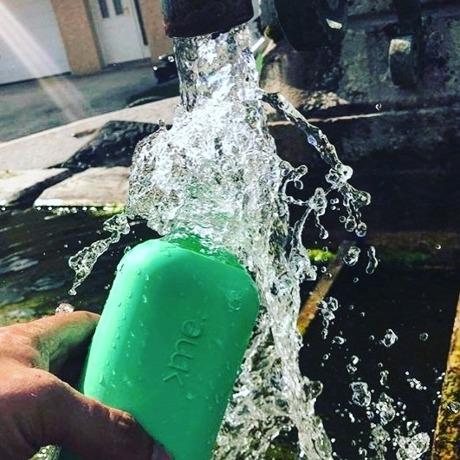 あらためて、「常温の水」ってうまい!|ホットもOK、口当りのよい手づくりガラスボトル