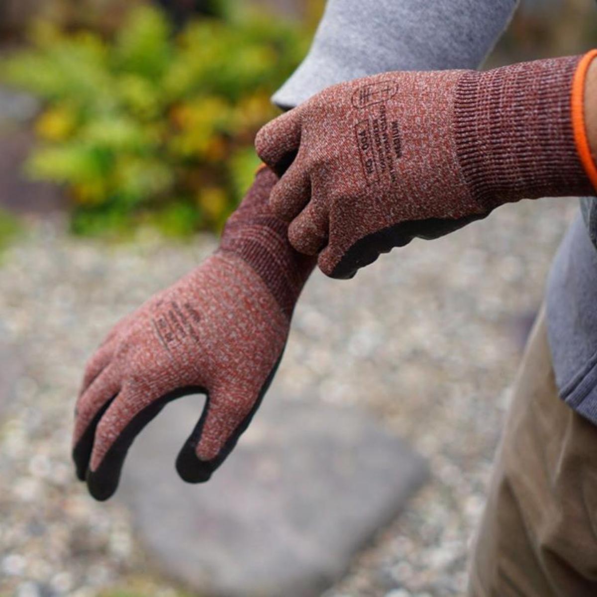 家事にDIYに「やる気手袋」 | スマホにタッチOK!ネジもつまめるフィット感