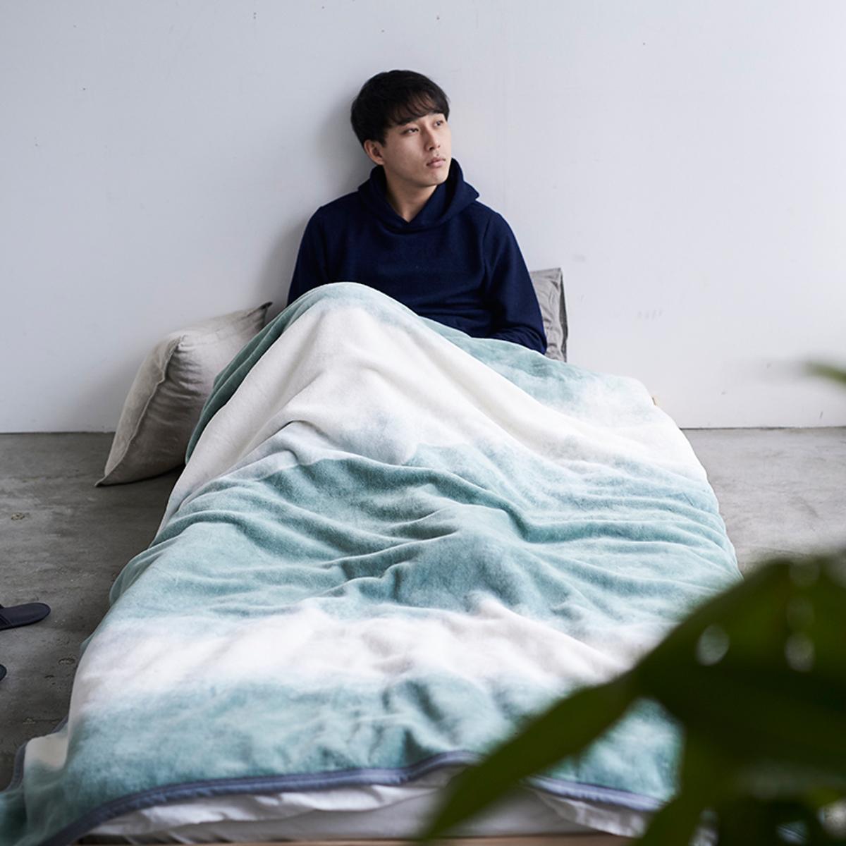 「タイトルのある毛布」が、空間を変える 夏も冬も、気持ちいい!綿毛布の自然な柔らかさ