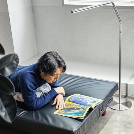 どんな姿勢でも光を呼べる「線ライト」|目に優しい太陽光LEDで、作業効率アップ