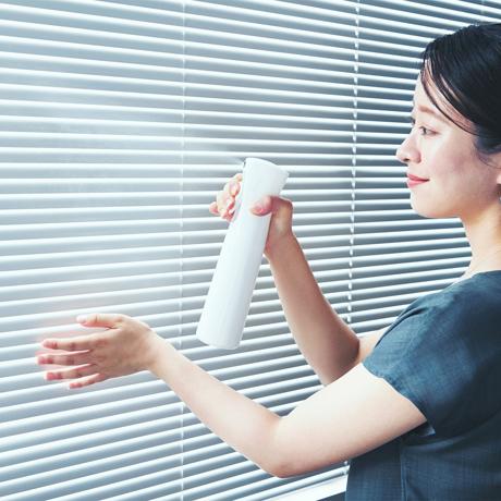 ひと吹きで、365日続く「抗菌ルーム」へ|片手でシュッ!プロ級の抗菌コートで菌や匂いを分解
