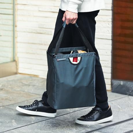 メイン使いのエコバッグは、「箱型」で決まり!|金属フレーム入りで自立するからパンや花を潰さない