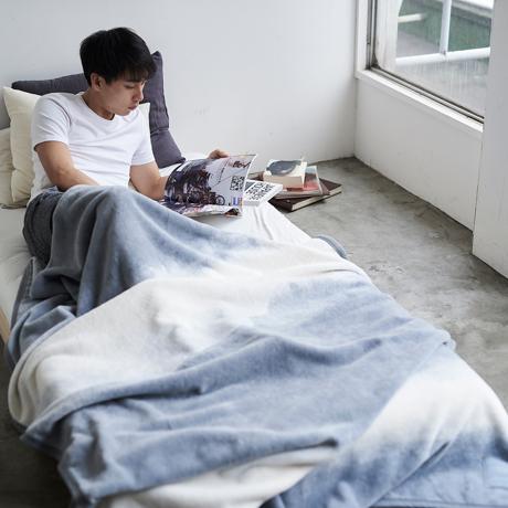 1枚の寝具でかなう、おしゃれで心地よい寝室|寝室のおしゃれは絵画のようなデザイン寝具で叶える