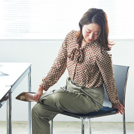 長時間のデスクワークによる姿勢の問題を解決するグッズ4選|首や肩のこり、腰痛などに悩まされている方は必見