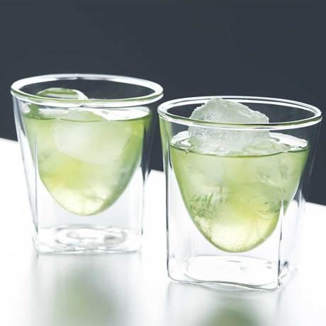 四角い空間に浮かぶ、いつもと違う一杯|見る角度で表情を変える「ダブルウォールグラス」