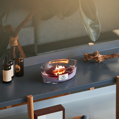 """炎の""""さざ波""""に、耳を澄ます まるで小さな暖炉、パチパチ燃える木製芯キャンドル"""