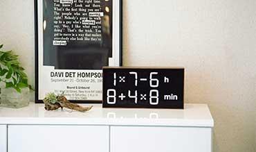 『4+2×7h:62-4min』、いま何時?(笑) | ゲーム感覚で数式を解いて、時刻を割り出す時計