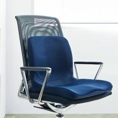 「わざわざ椅子を買わなくていいからクレバーですよね。」
